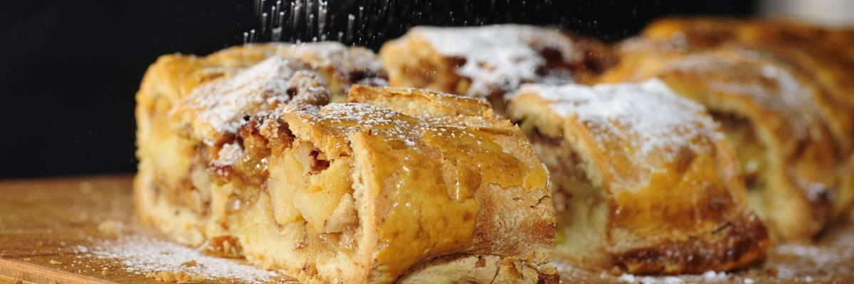 Apple strudel with shortcrust pastry