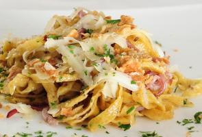 Tagliatelle made from rye flat bread with speck and cheese
