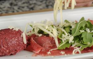 Carpaccio of South Tyrolean beef with Passirian blue cheese mousse and beetroot