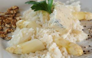 Asparagus risotto with gorgonzola and pears